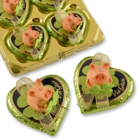 16 pcs Polyresin-lucky pig on praline heart