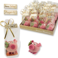 32 pcs Lucky marzipan piglet with clover leaf